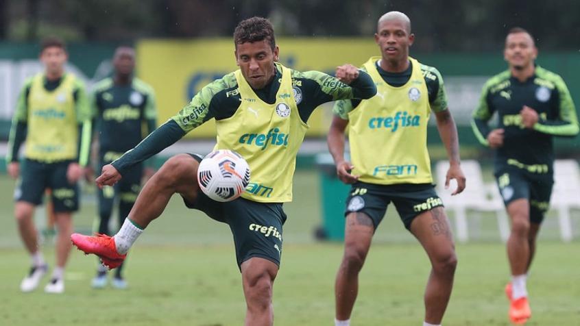 Com treino de bolas paradas, Palmeiras finaliza preparação para jogo de ida da Recopa