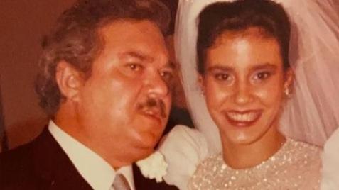 Narcisa Tamborindeguy abre baú de fotos e relembra seu casamento com Boninho