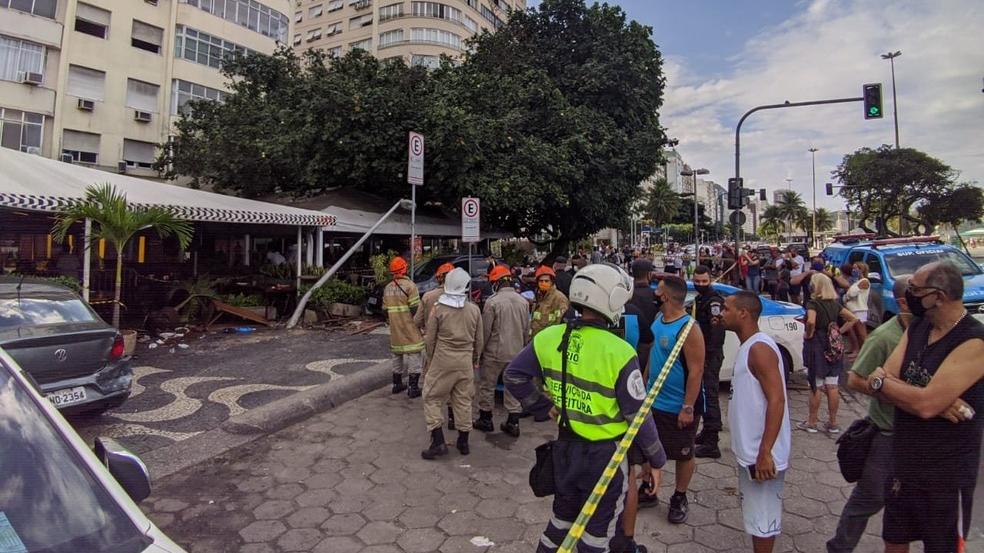 Três idosos são atropelados em restaurante em Copacabana