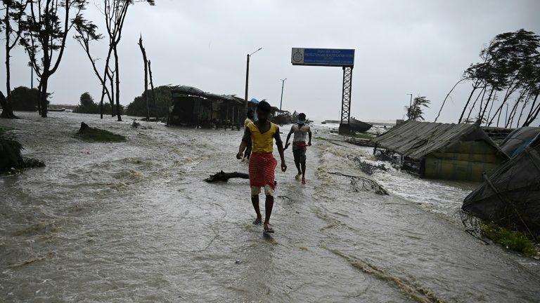 Passagem de ciclone deixa pelo menos dois mortos na Índia