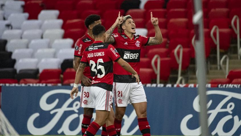 Flamengo sofre, empata no fim com a LDU e se garante nas oitavas da Libertadores