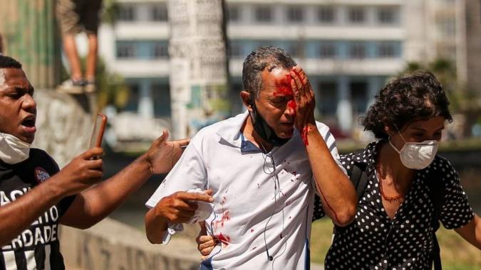 Governo de Pernambuco vai indenizar feridos em manifestação contra Bolsonaro
