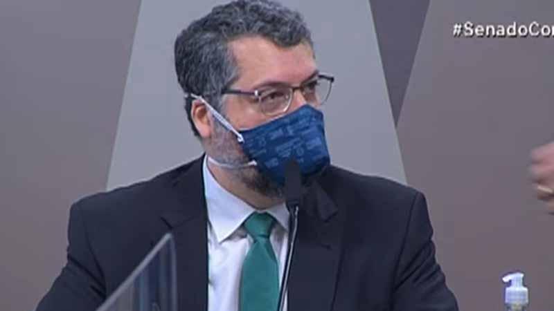 Araújo tenta fazer defesa de gestão no Itamaraty e fala em boa relação com China