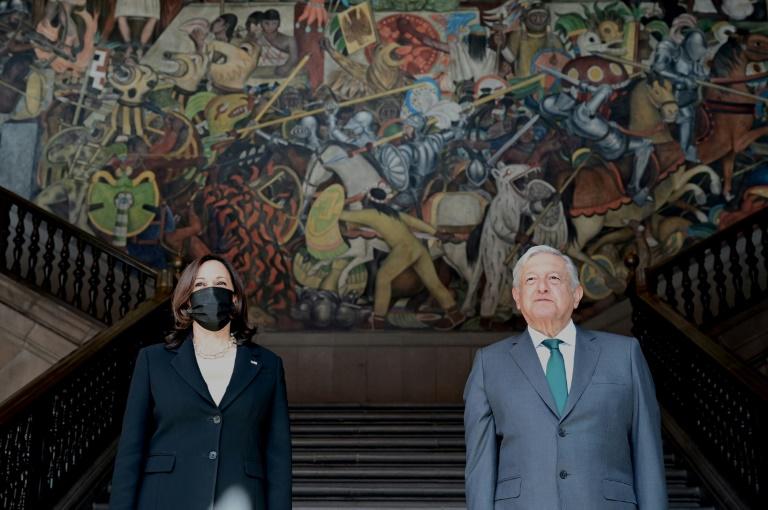 Vice-presidente americana e presidente mexicano discutem questão migratória