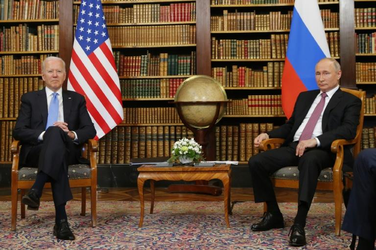 Sem amizade à vista, Putin e Biden visam relação respeitosa