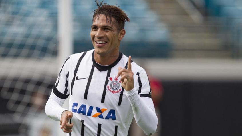 Sylvinho desconversa sobre suposto interesse do Corinthians na volta de Guerrero: 'É atleta de outro clube'