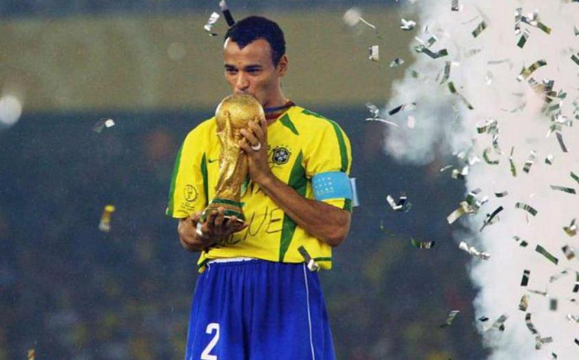 Cafu ignora times brasileiros e afirma desejo de ter jogado no Boca Juniors: 'É desse futebol que gosto'