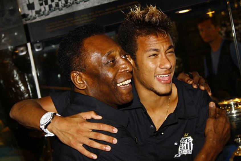 'Fico feliz vendo ele jogar': Pelé vibra com Neymar e torce por quebra de recorde de gols pela Seleção