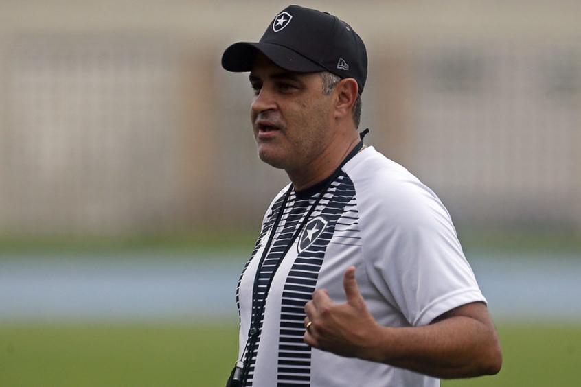 Chamusca enaltece funcionários do Botafogo após semana com trocas de sedes: 'Heróis invisíveis'