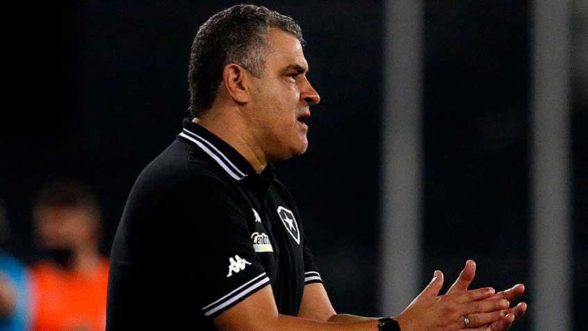 Chamusca elogia o Botafogo após vitória sobre o Remo: 'Vem melhorando a cada jogo'