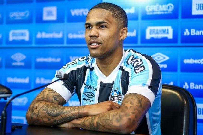 Confira os números de Douglas Costa em sua estreia no Grêmio