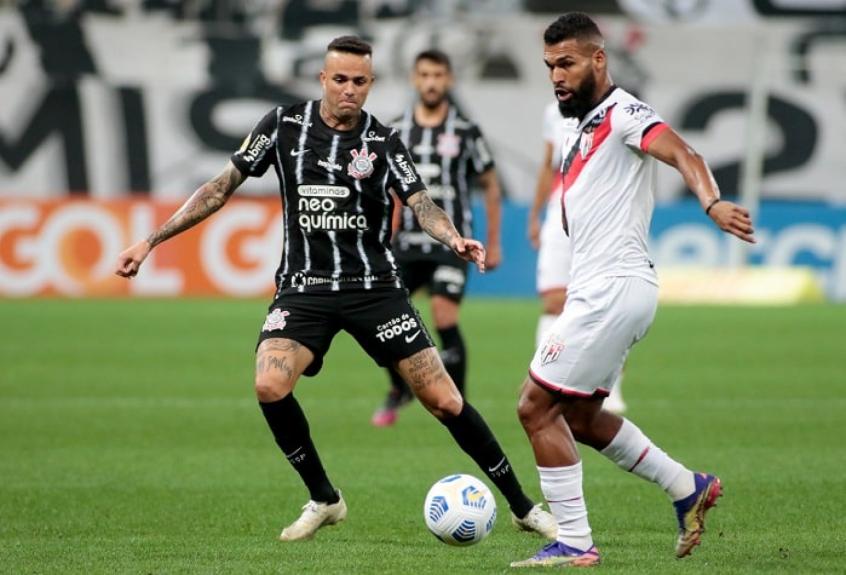 Atlético-GO garante resultado no 1º tempo e bate o Corinthians pela Copa do Brasil