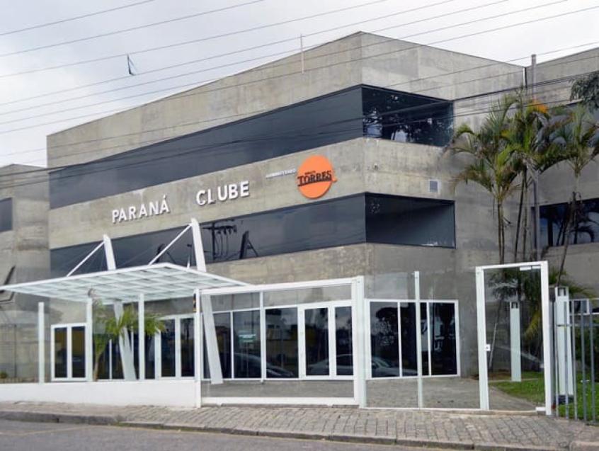 Torcida do Paraná protesta e pede a saída do presidente interino