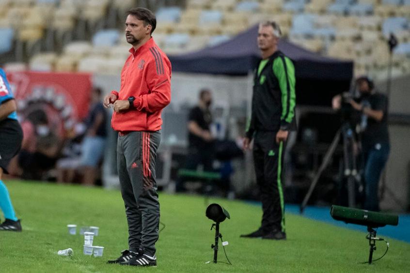 Mauricio valoriza participação dos jovens em vitória do Flamengo: 'Sinal que o trabalho está sendo bem feito