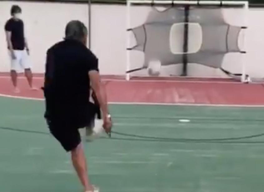 Galvão publica desafio de futebol com neto e brinca: 'Vivi um drama'; veja o vídeo