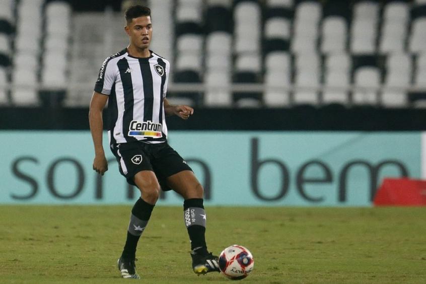 Tratativas finais: Botafogo encaminha venda de Sousa para o Cercle Brugge