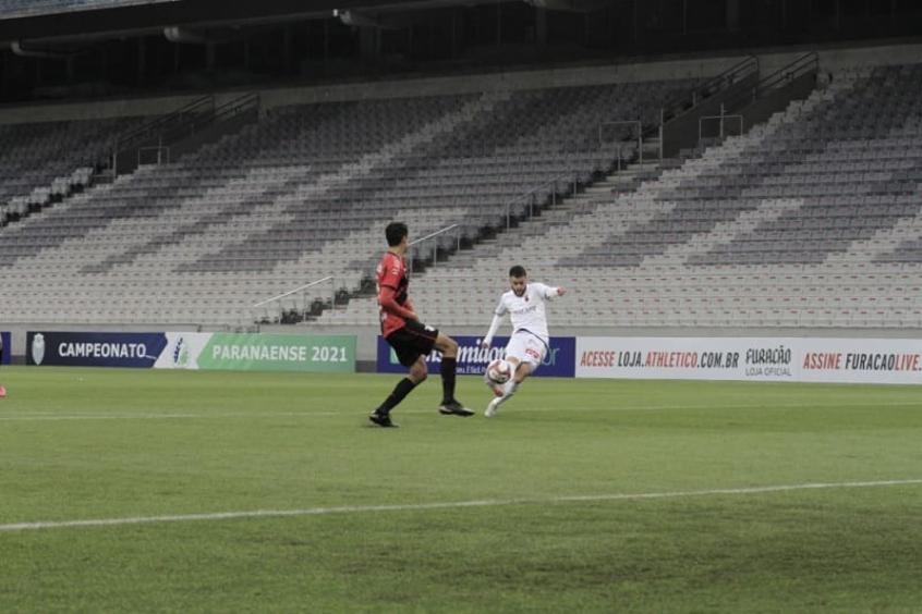 Athletico-PR vai à semifinal do Paranaense empatando com o Paraná