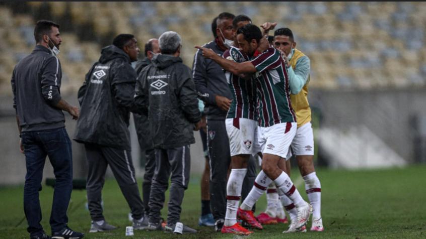 Em noite de Marcos Felipe, Roger traça opções na zaga do Fluminense e terá de pensar em jogo sem Yago