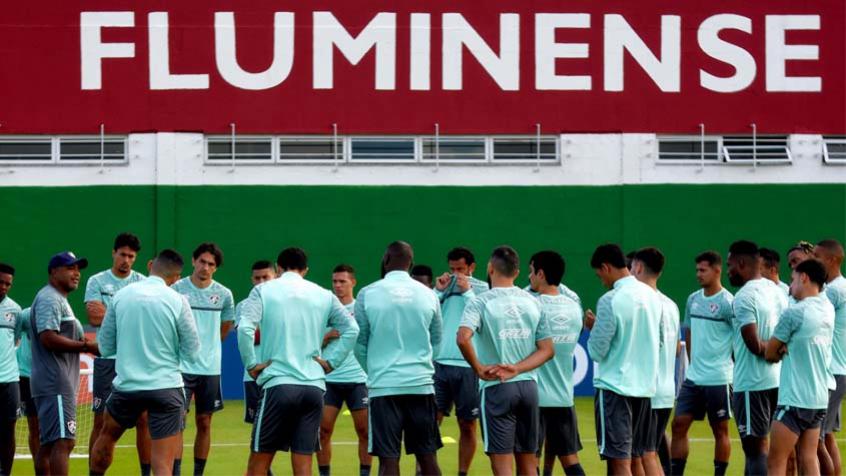 Fluminense sofre poucos gols, mas vê erros individuais e marcação espaçada custarem caro com Roger