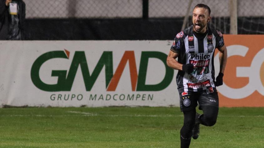 Em nova noite de falhas individuais, Cruzeiro é derrotado pelo Operário-PR e volta ao Z4 da Série B