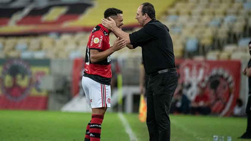 Autor de gol de bicicleta, Muniz lamenta derrota do Flamengo para o Bragantino: 'Vieram por uma bola'