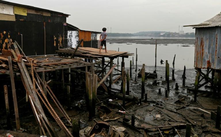 Na maior favela de palafitas do Brasil, a covid é mais uma mazela