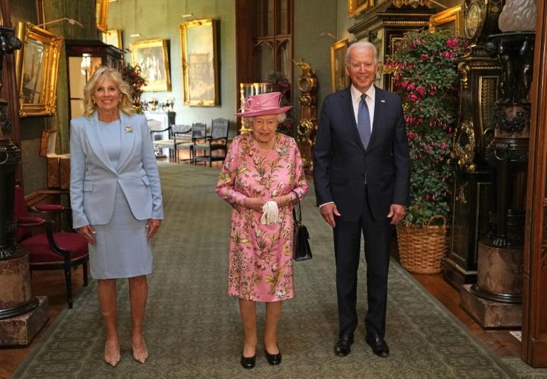 Rainha Elizabeth II recebe Joe Biden e sua esposa no Castelo de Windsor