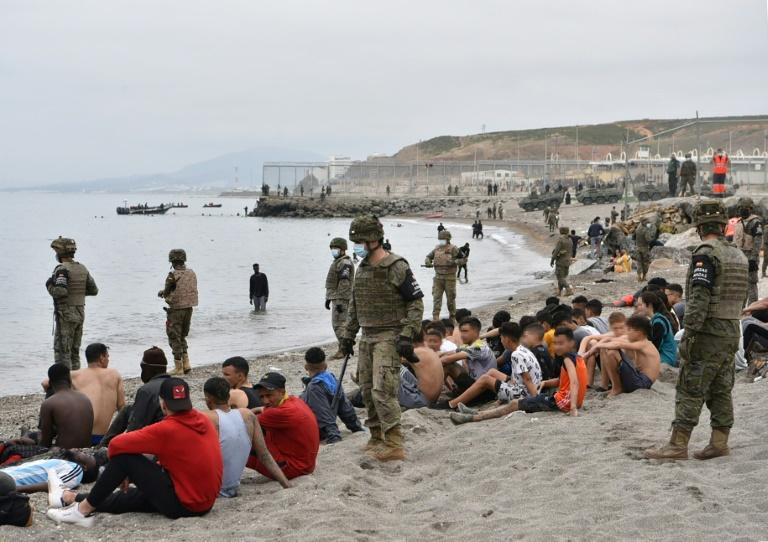 Três mil migrantes ainda estão em Ceuta, um mês após crise com o Marrocos