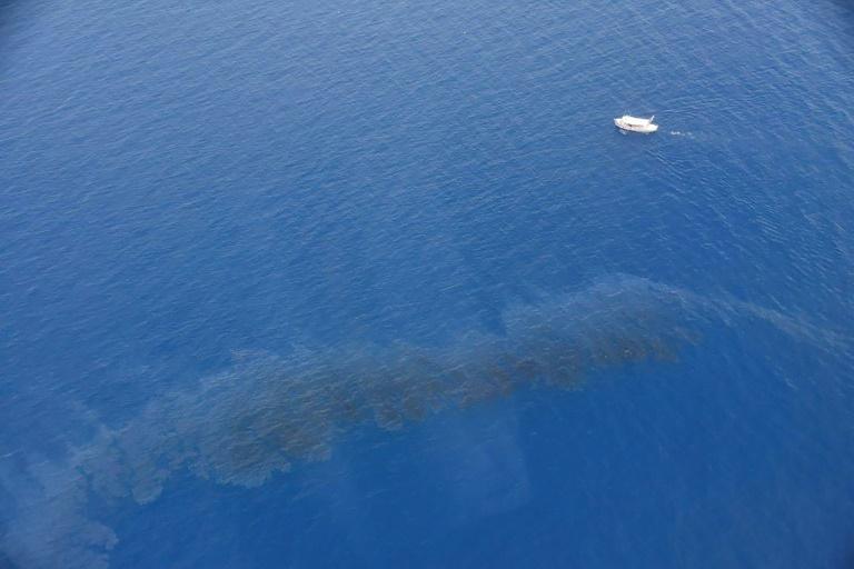 França se mobiliza diante de mancha de óleo perto da ilha da Córsega