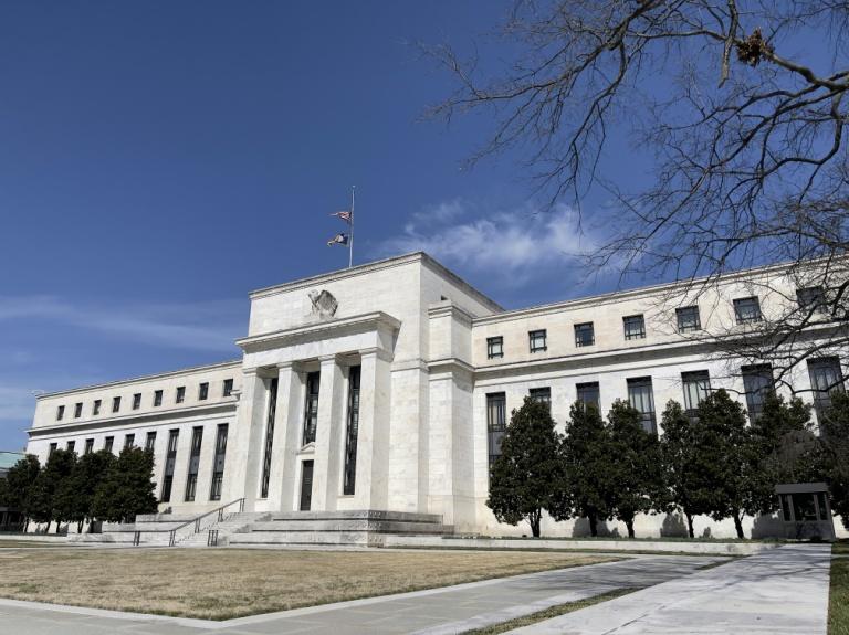 Fed mantém juros ultrabaixos e avalia aumentar taxas em 2023