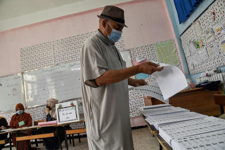 Argélia vai às urnas em meio a repressão e boicote
