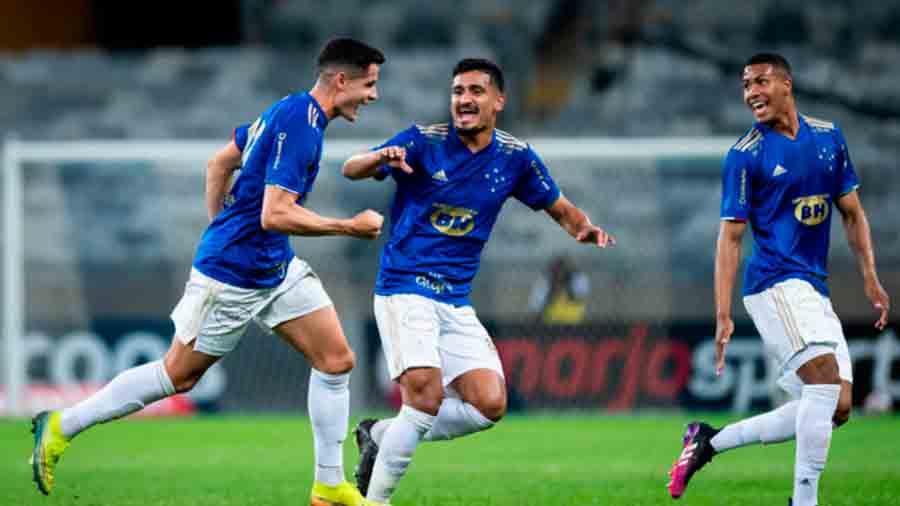 Com dois gols de Matheus Barbosa, Cruzeiro vence o Vasco e deixa a zona de rebaixamento da Série B