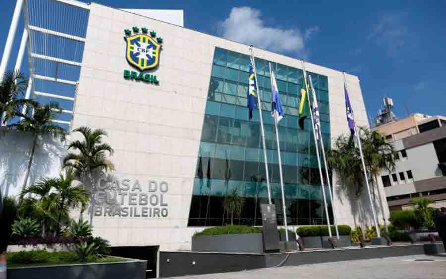 Presidentes do Flamengo e da Federação Paulista assinam termo e assumem como interventores da CBF