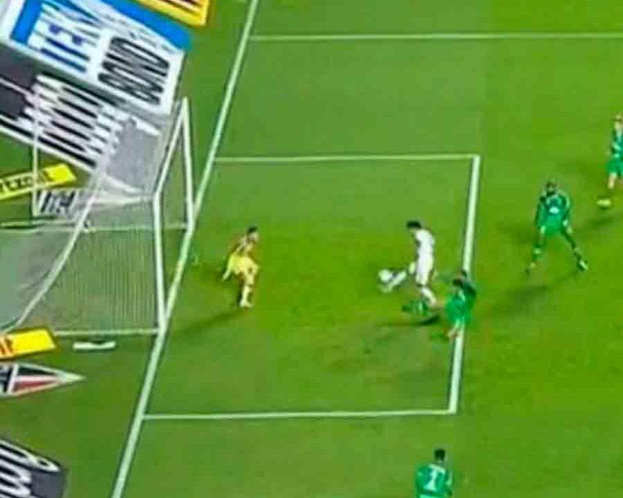 'Me ajuda, Pablo': Tricolores perdem a paciência após atacante perder gol incrível e Chape empatar em seguida