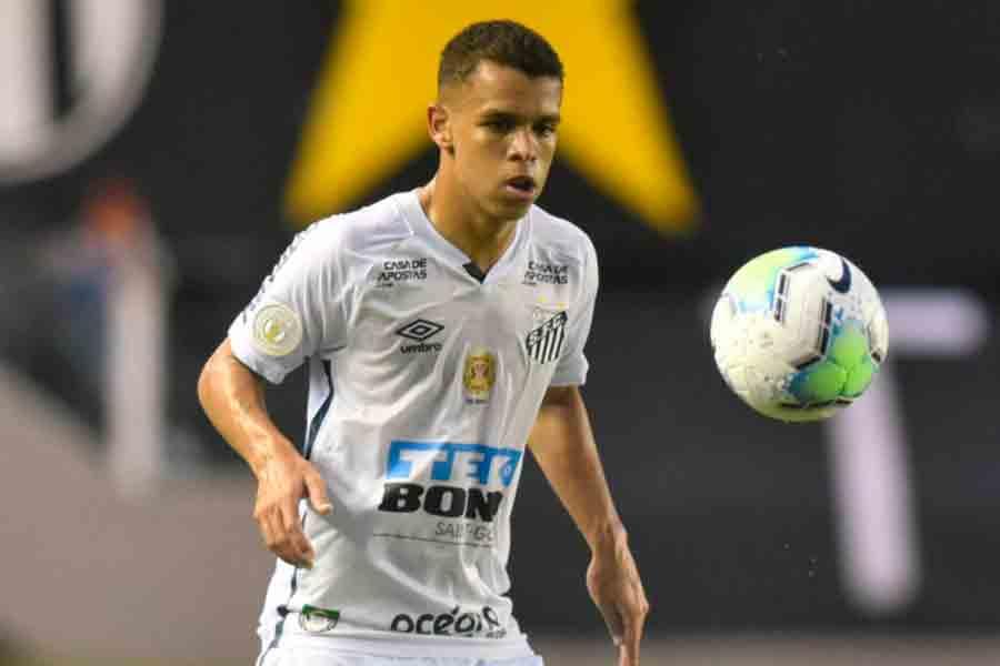 Santos acerta renovação de contrato com o volante Sandry até 2025