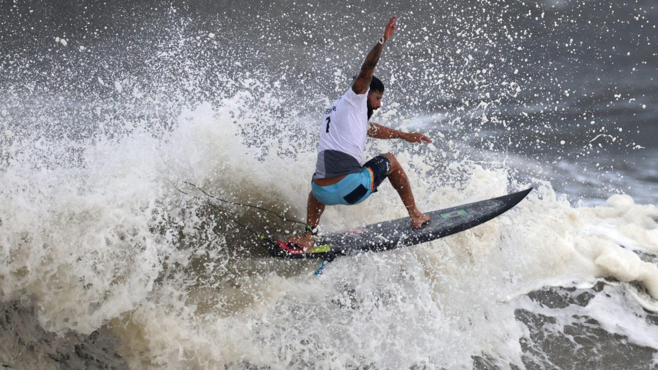 Famosos comemoram medalha de ouro de Ítalo Ferreira no surfe