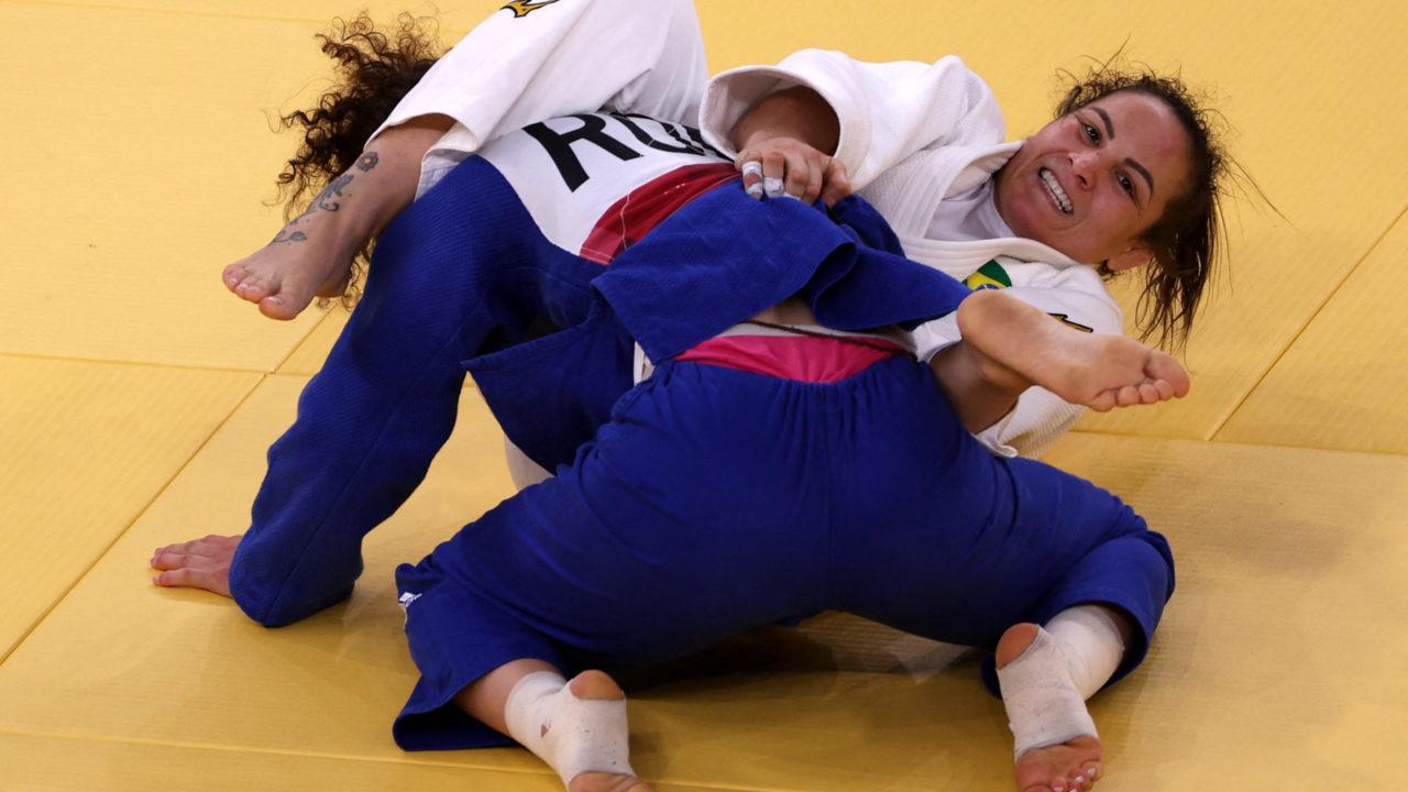 Em luta polêmica, Maria Portela perde para russa e é eliminada em Tóquio
