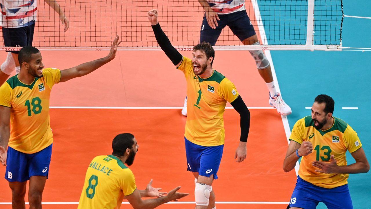Vôlei masculino: Brasil vence Estados Unidos e garante classificação às quartas de final