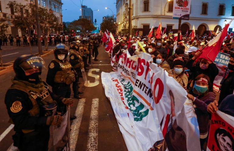 Posse de Castillo terá 10 mil policiais no Peru