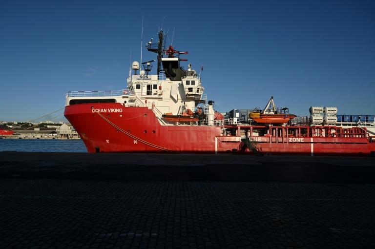 """Barco """"Ocean Viking"""" resgata 175 migrantes no Mediterrâneo"""