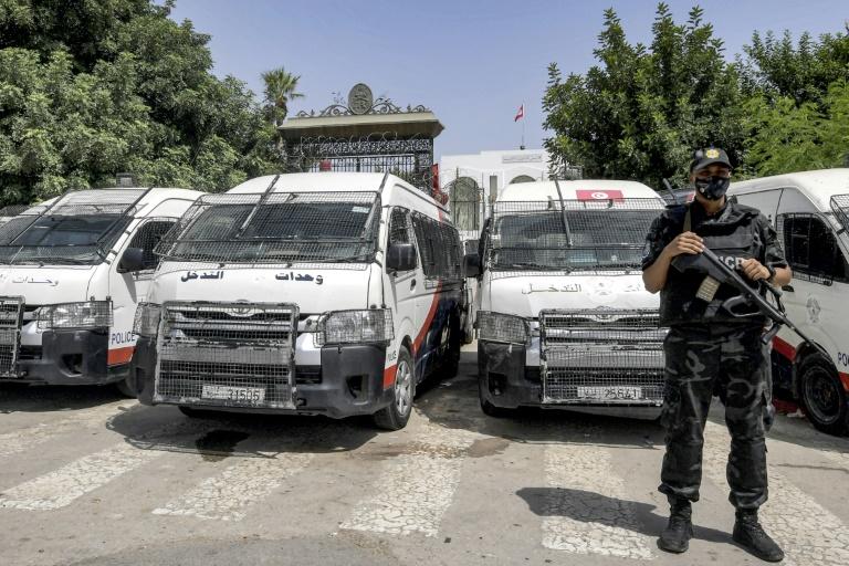 """EUA pede que Tunísia retome """"caminho democrático"""""""