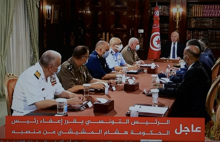 Presidente da Tunísia suspende atividade parlamentar e destitui premier
