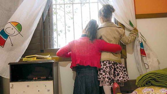 Idosa não resiste à Covid-19 e netas vivem atualmente em um lar abrigo, em acolhimento provisório