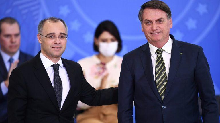 Senado 'segura' indicação de Mendonça ao STF após ameaças de Bolsonaro