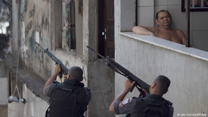 Câmera nas fardas pode ser solução para a violência policial?