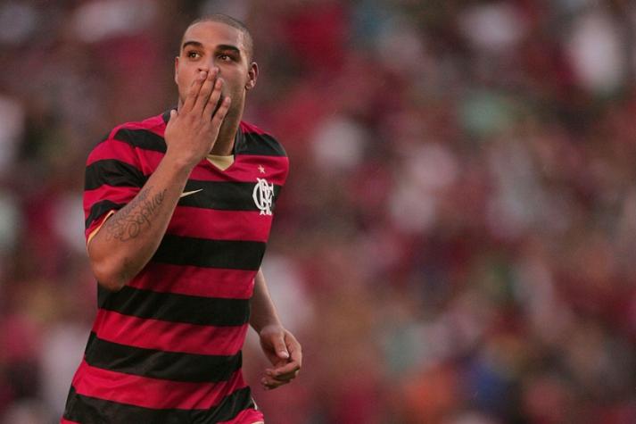 Ídolo do Flamengo, Adriano Imperador é eternizado na Calçada da Fama do Maracanã
