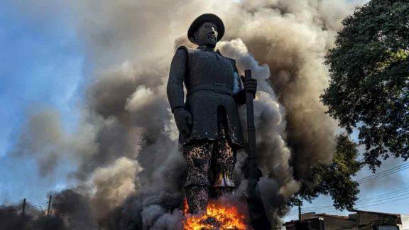 A democracia racial não será instituída queimando-se estátuas, como ocorreu com a do bandeirante Borba Gato, em São Paulo