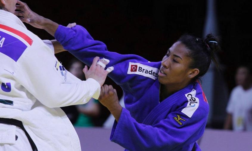 Adversária não bate peso ideal, e Ketleyn Quadros avança às oitavas de final do judô por W.O