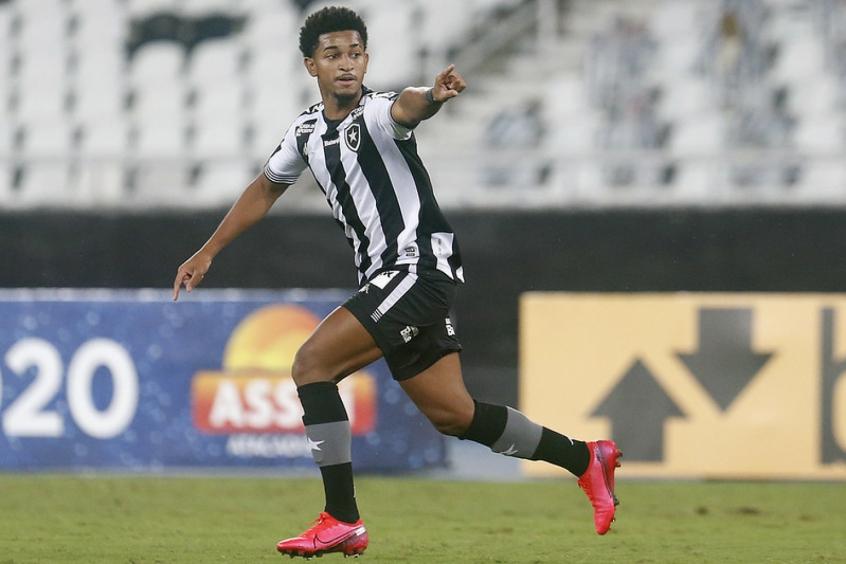 Expulso, Warley fica suspenso para próxima partida do Botafogo na Série B