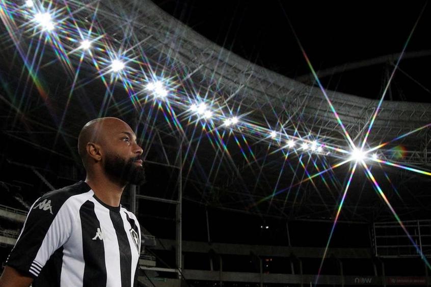 Chay, com trauma na região lombar, e Kanu, com lesão, desfalcam o Botafogo contra o Confiança